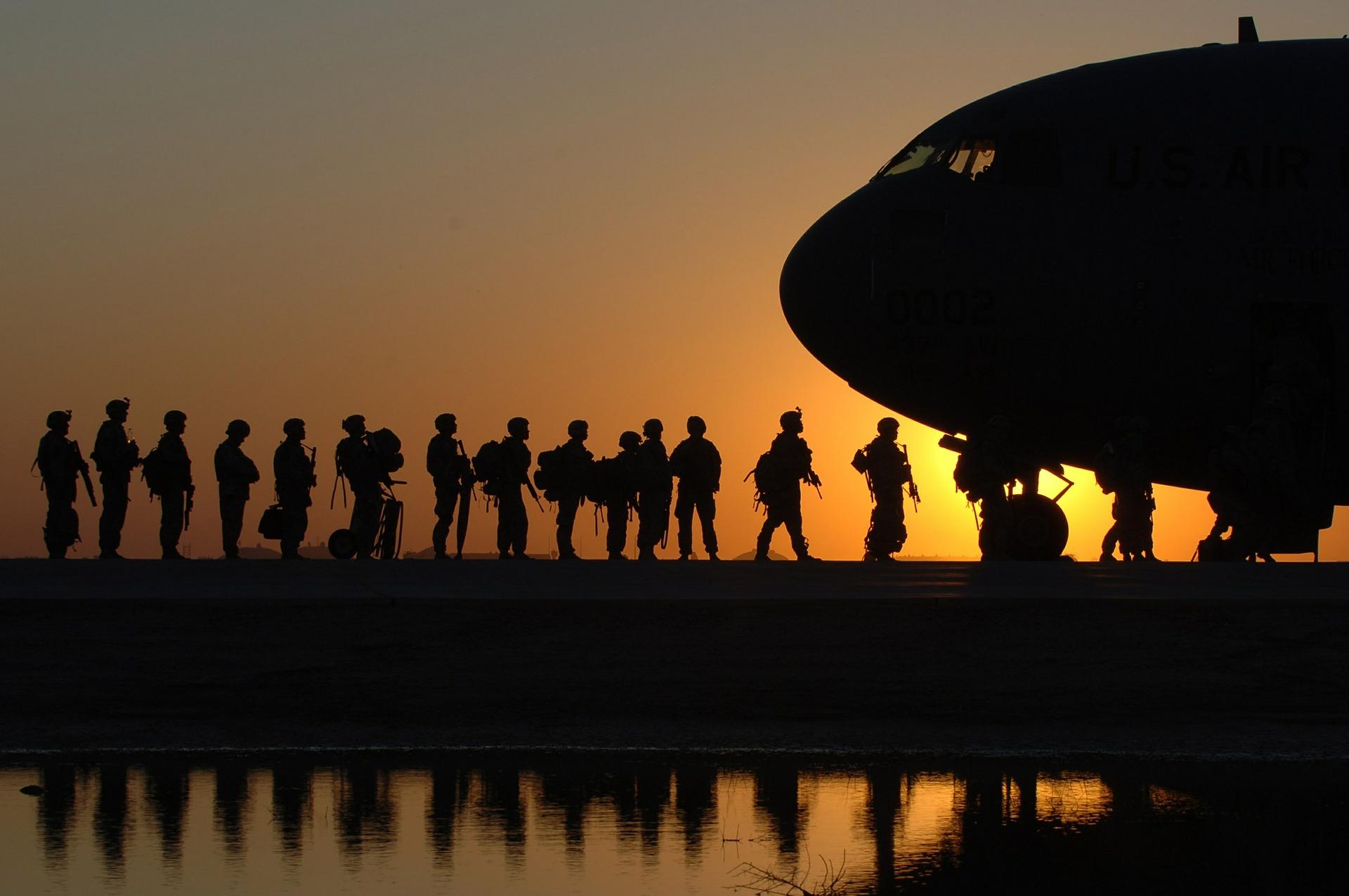 Soldaten rücken ab